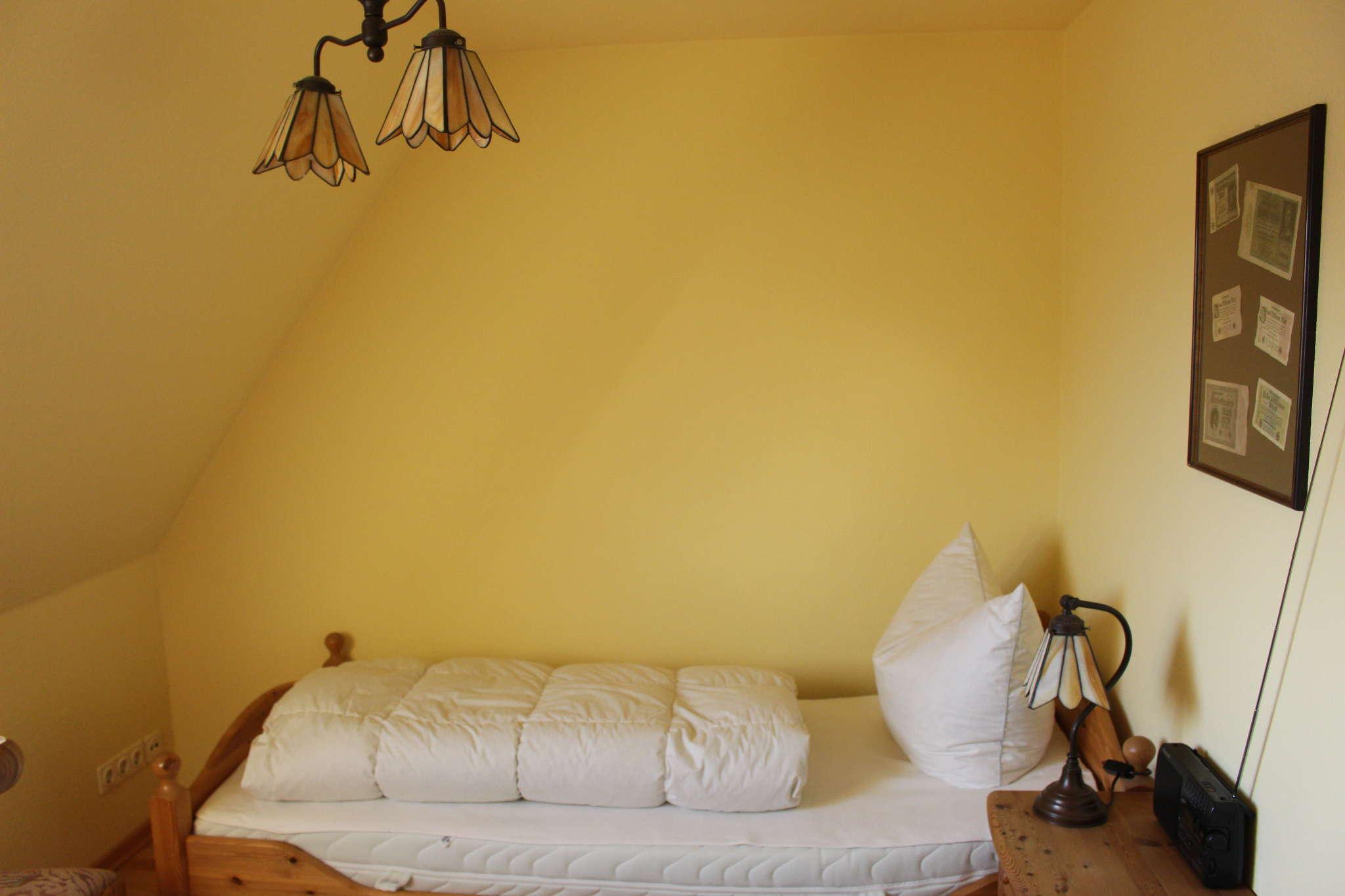 Wohnzimmer mit Kachelofen u. -bank