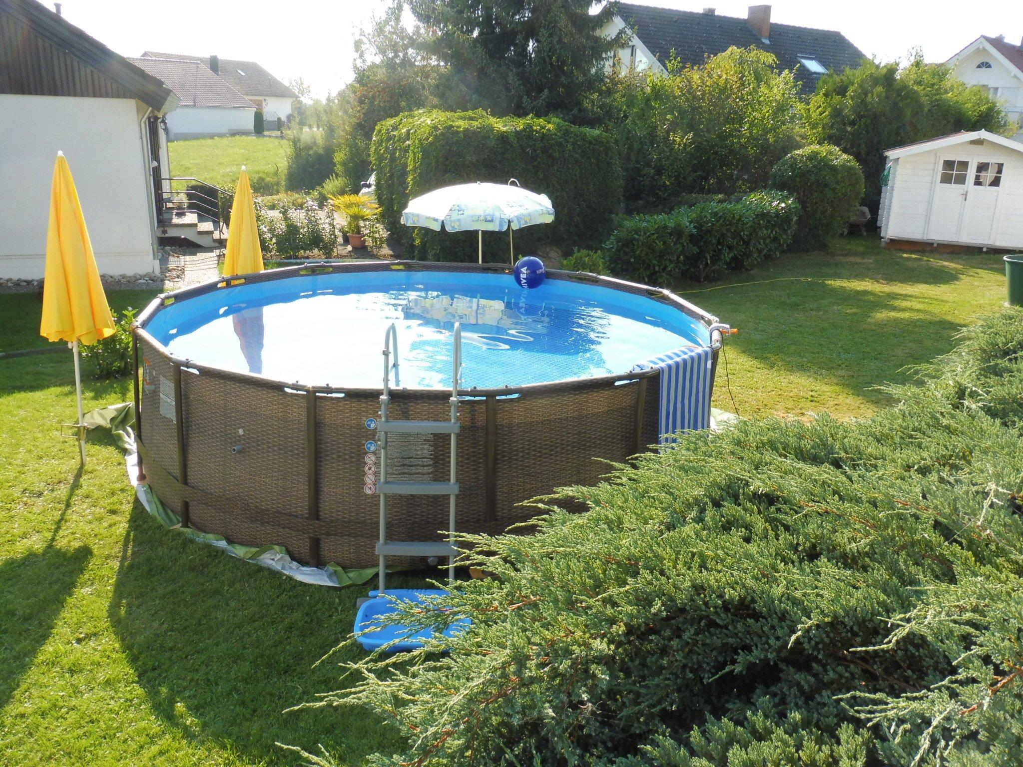 Blick auf Zimmern mit Burg Hohenzollern