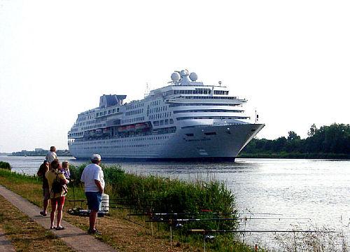 Traumschiffe auf dem Nord-Ostsee-Kanal