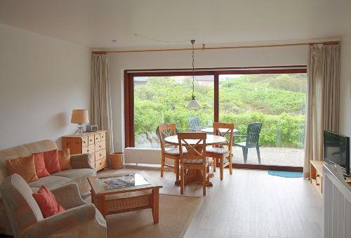 Wohnraum mit Panorama-Terrassenfenster