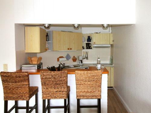 Küche mit Mikrowelle, Geschirrspüler...