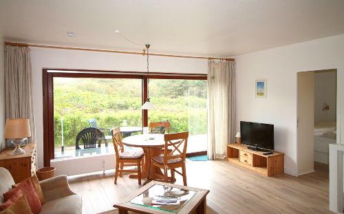 Wohnraum mit direktem Terrassenaustritt