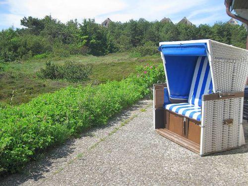 Terrasse mit Strandkorb und Gartenm�bel