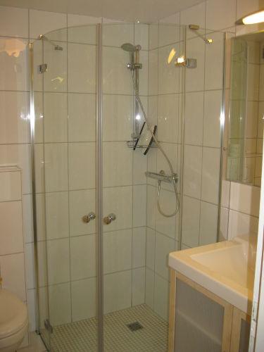Duschbad im UG mit Handtuchwärmer