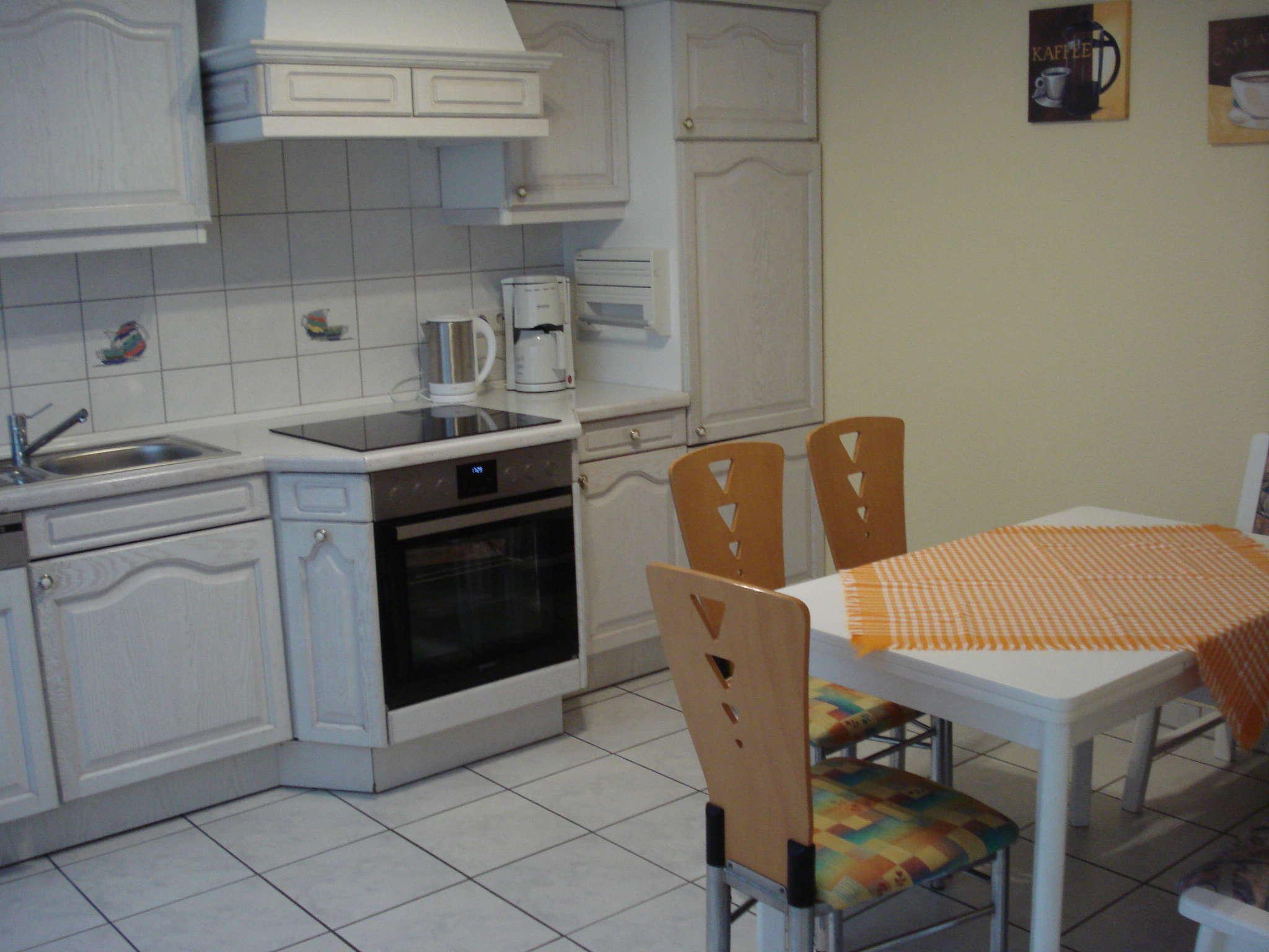 Die Küche komplett Ausstatt. und Eßecke