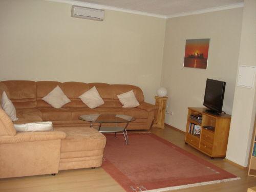 Wohnzimmer oben mit großer Couch