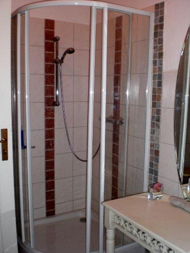 Dusche seperat vom WC