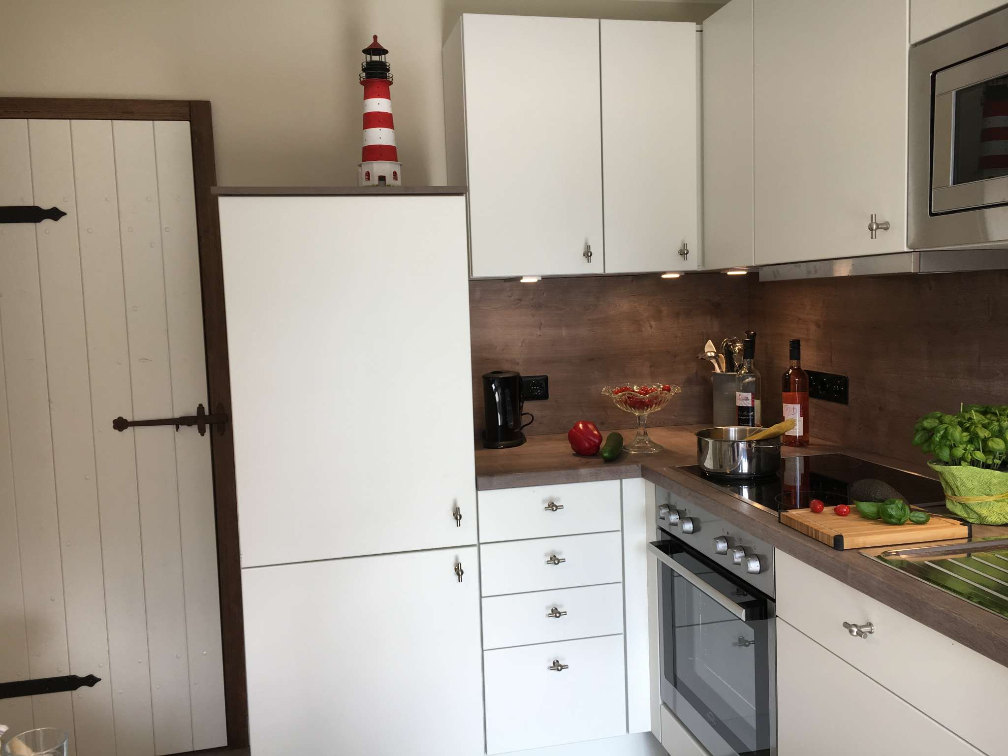 Küche mit kleiner Essecke
