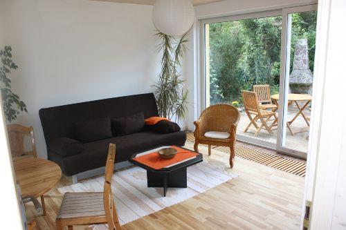 Wohnzimmer mit herrlichem Gartenblick