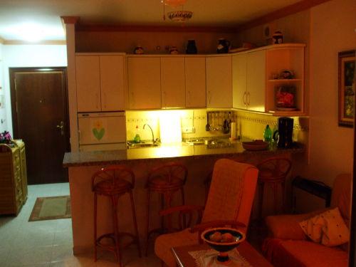 Praktische Küche und Essbereich