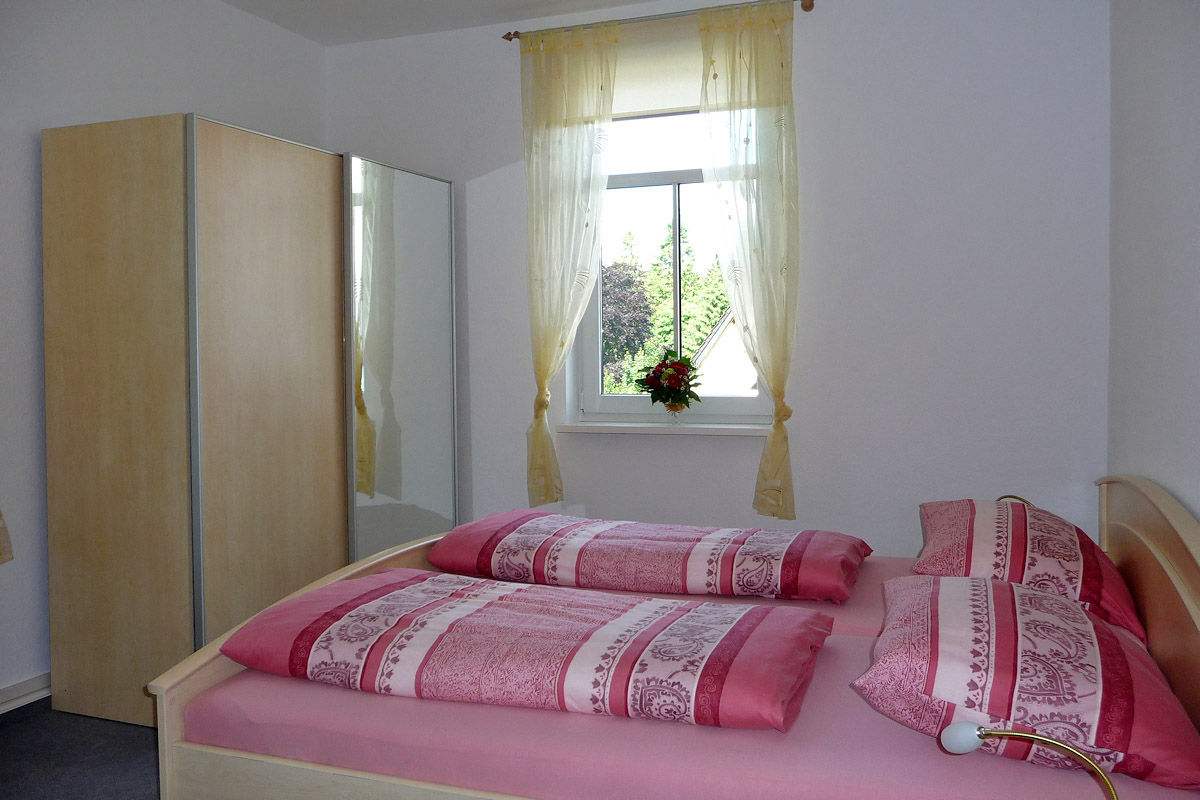 Ferienwohnung 2 (Schlafzimmer)