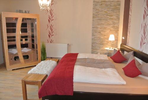 Elternschlafzimmer mit Infrarotkabine