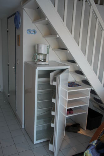 Kühlschrank, Schuhregal, Aufgang Galerie