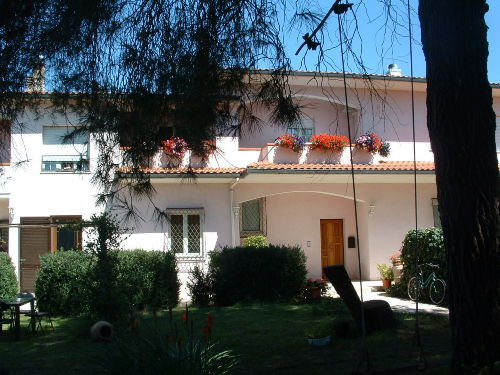 Blick v.d.Terrasse auf den Eingang (re)
