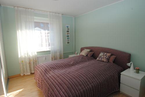 Schlafzimmer mit Komfort-Doppelbett