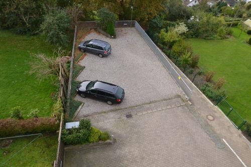 Fester Parkplatz direkt hinter dem Haus