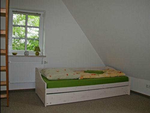 Schlafzimmer mit Terassenbett und Hems