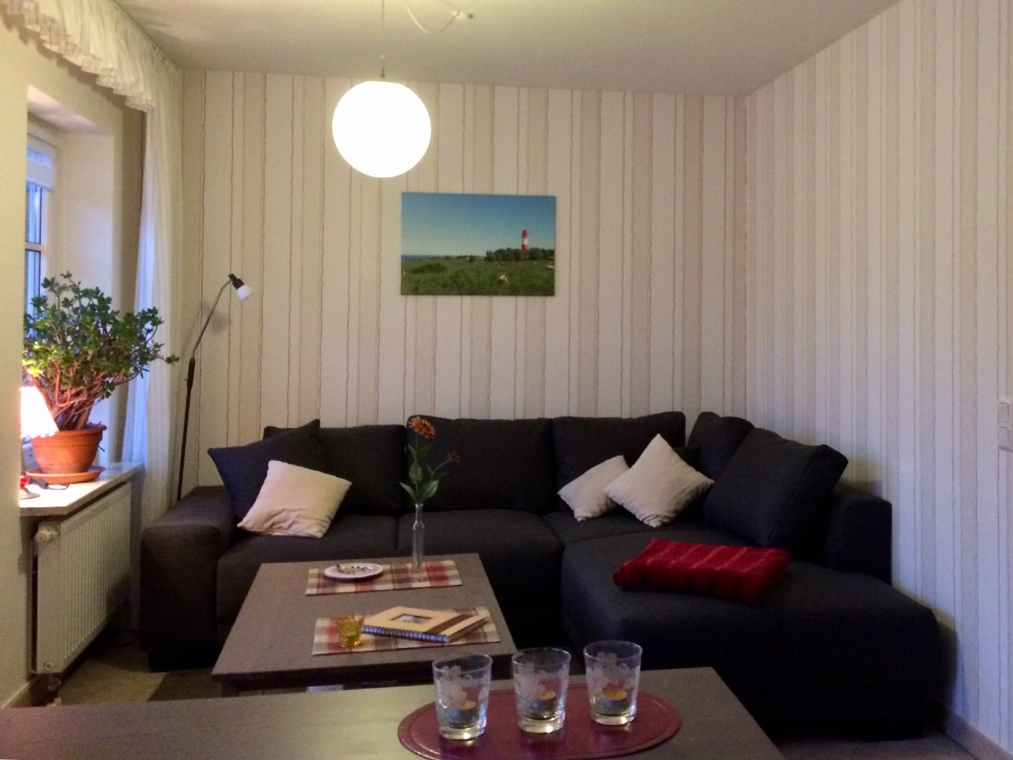 Wohnzimmer mit Ausziehsofa