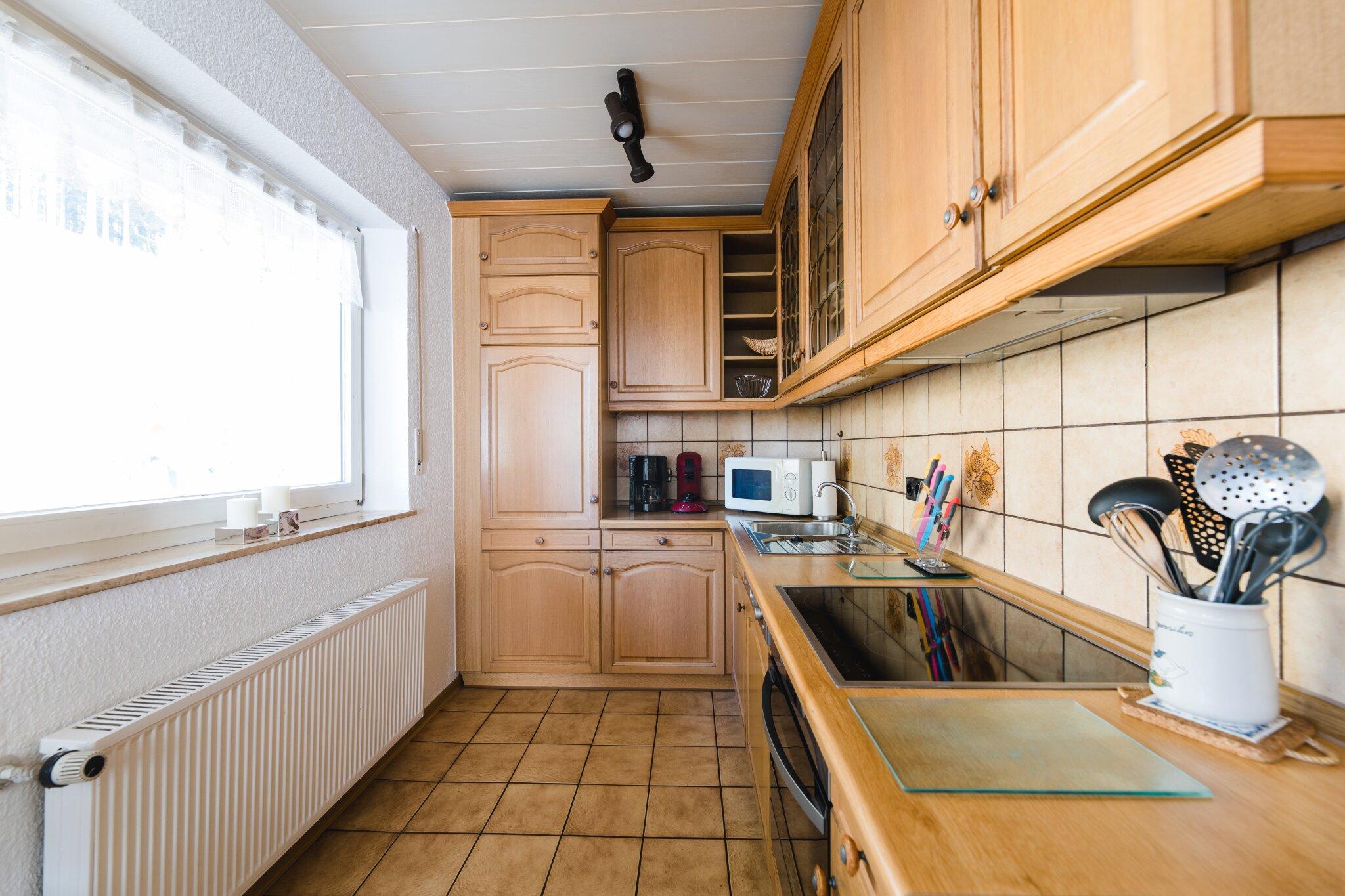 Küche mit Eßplatz am Kachelofen