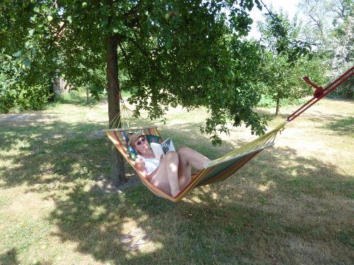 Entspannung im gro�en Obstgarten