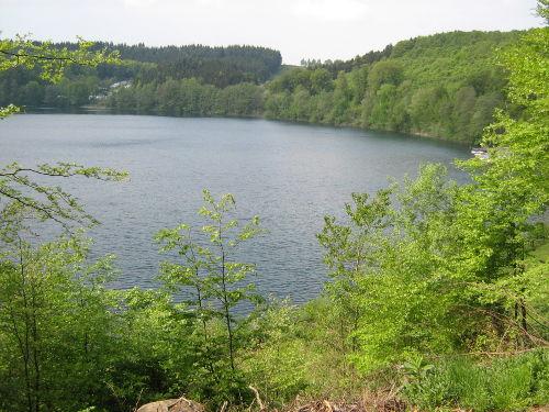 Das Pulvermaar / See mit Schwimmbad