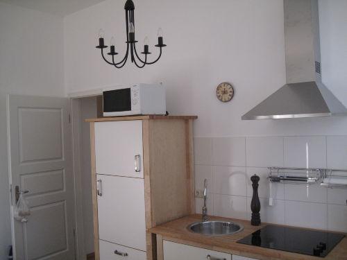 Wohnküche mit Mikrowelle & Geschirrspüler