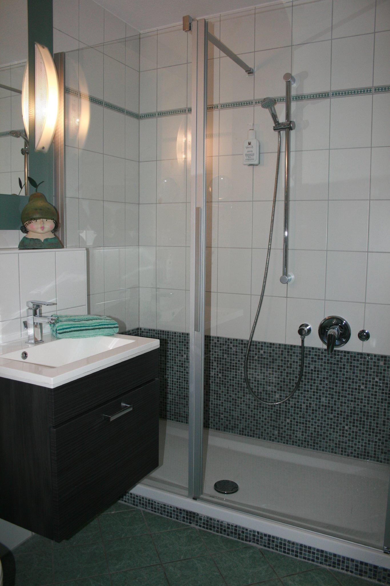 """""""Badewanne weg"""" - Neue große Dusche !!!"""