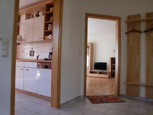 Flur, Küche und Wohnzimmer