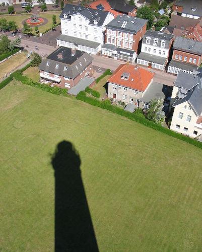 Der Leuchtturm weist den Weg zum Haus