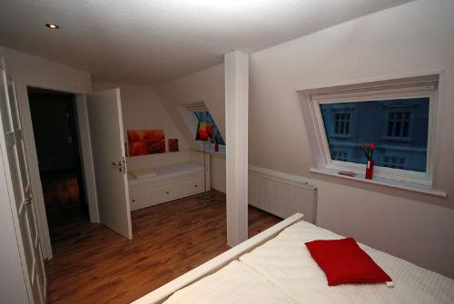 Dreibettschlafzimmer Einzelbett