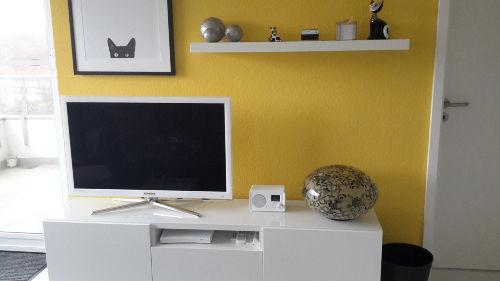 Schlafzimmer mit TV, DVD und M�ckenschut