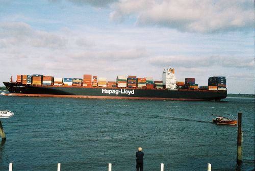 Containerschiff Elbabw�rts