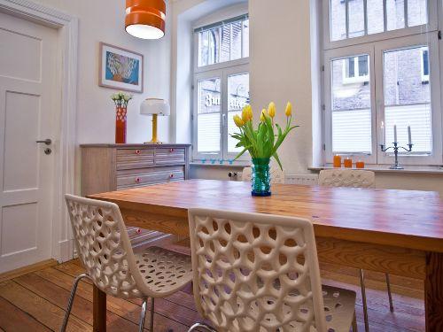 Separates Ess- und Arbeitszimmer