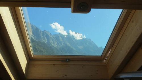 Küchenfenster mit Blick auf Zugspitze