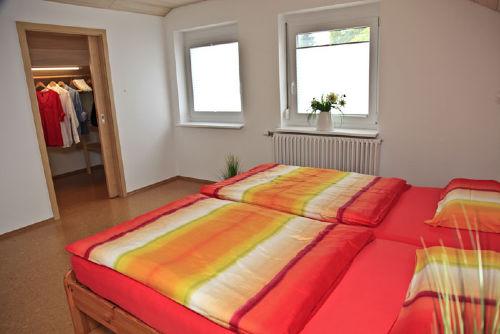 Schlafzimmer und begehbarer Schrank