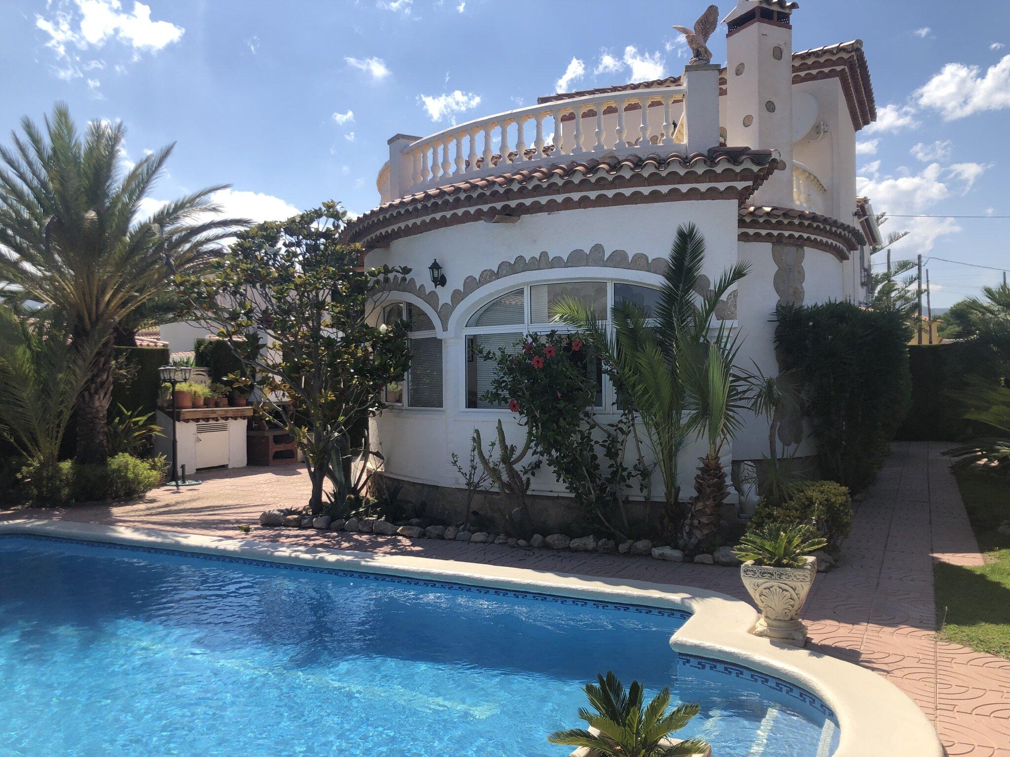 Haus mit Terrassenansicht