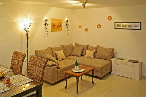 Wohnzimmer, Esstisch, Couch
