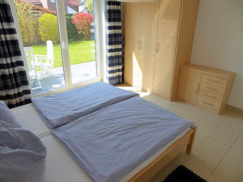 2. Schlafzimmer mit Zugang zur Terrasse