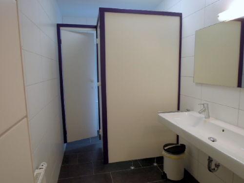 WC-Anlage im EG plus großes Waschbecken