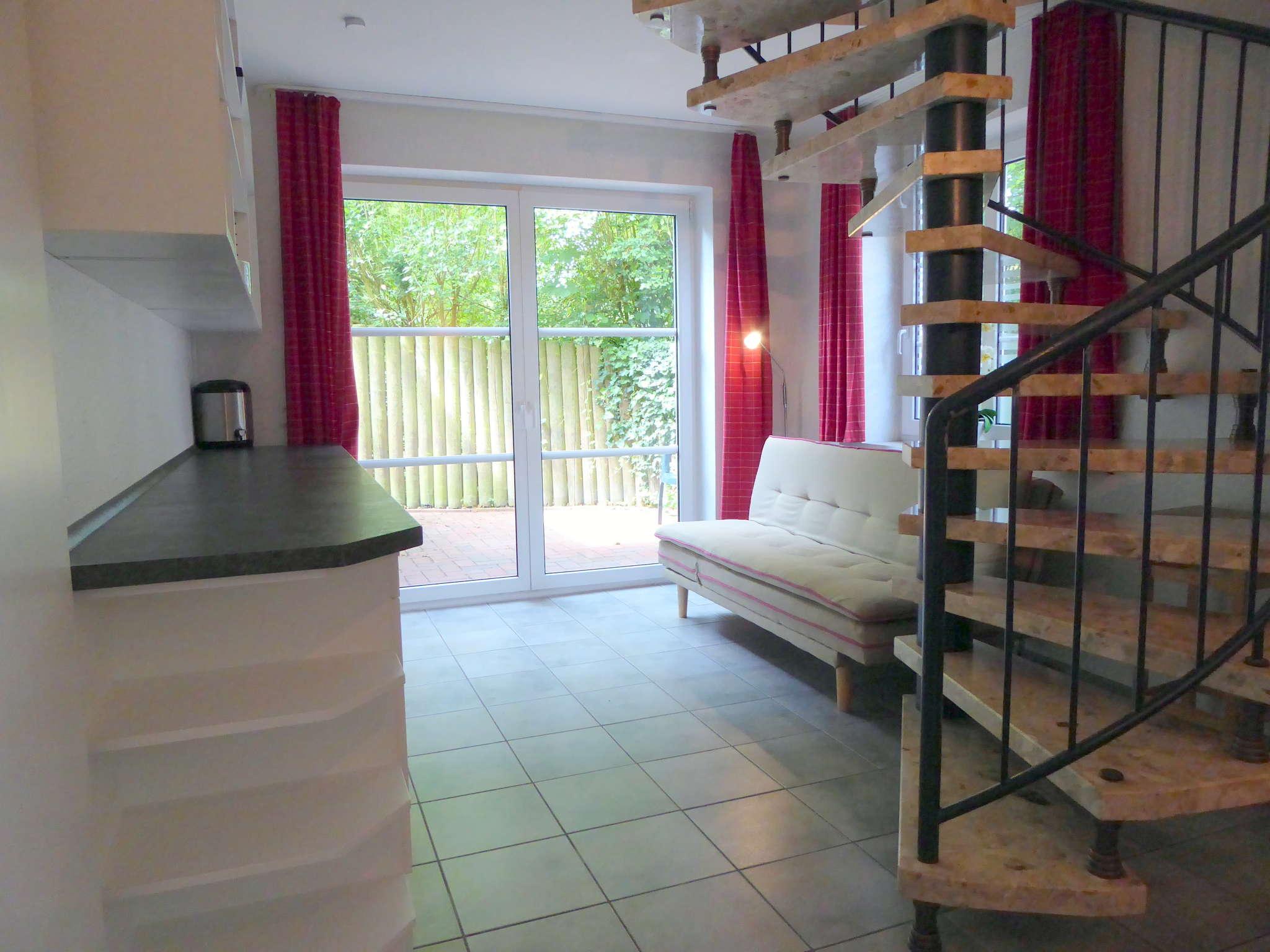 Lounge-Ecke m. Terrasse u. Treppe zum OG