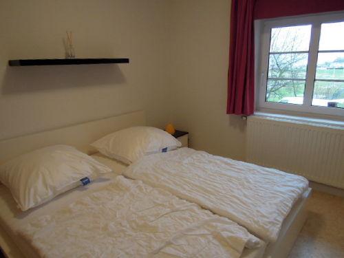 Schlafzimmer mit Doppelbett im OG