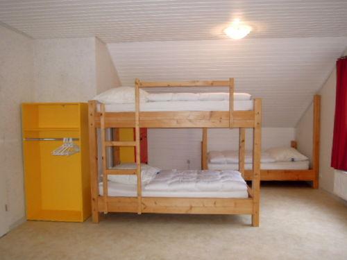 9-Personen-Zimmer mit eigenem Duschbad