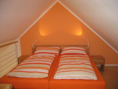 Galerie mit Doppelbett und Zubehör