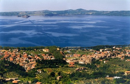 Blick ueber Bolsena und den See