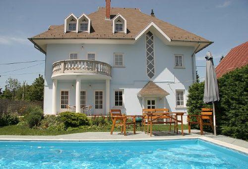 Villa Neitzer am Tag