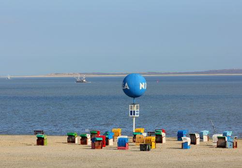 Strand von Dornumersiel mit Inselblick