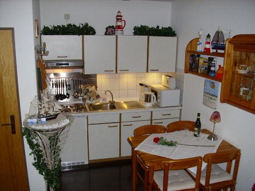 ...komplett ausgestattete Küche