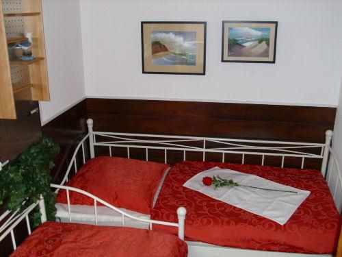 Schlafzimmer mit 2 Einzelbetten 90 x 200