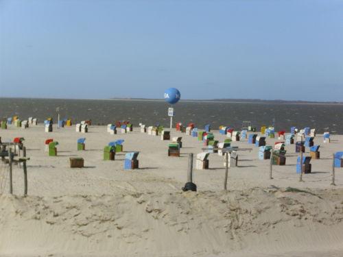 Sandstrand mit Blick auf Insel Baltrum