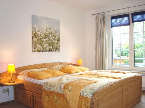 Das Schlafzimmer mit Blick ins Grüne